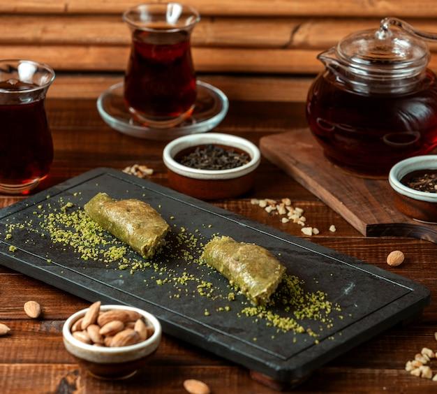 Turecka zielona rozkosz z czarną herbatą
