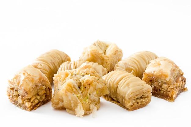 Turecki deserowy baklava odizolowywający na bielu