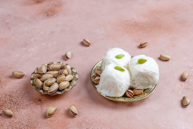 Turecki pishmanie floss chałwa, deser z waty cukrowej.