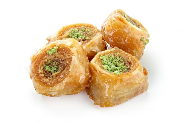 Tureckie słodycze na białym tle