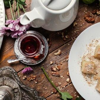 Tureckie śniadanie. koncepcja herbaty i słodkiego deseru