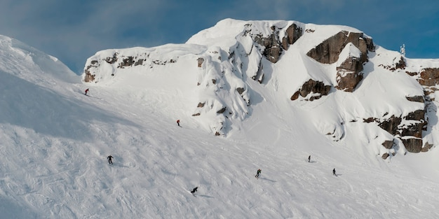 Turyści na nartach, whistler, kolumbia brytyjska, kanada