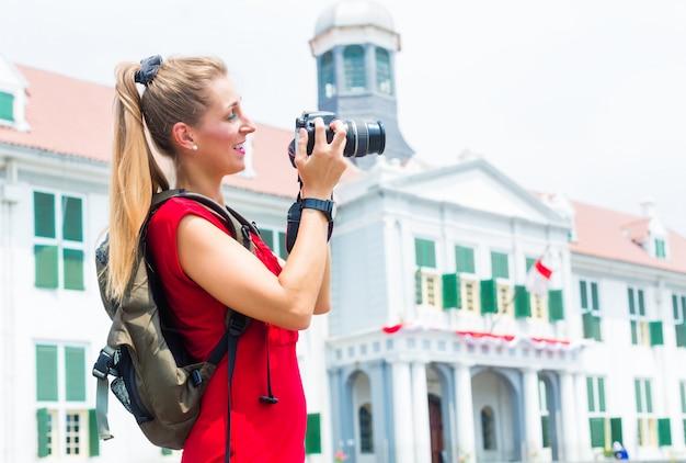 Turysta bierze obrazki zwiedza w dżakarta, indonezja