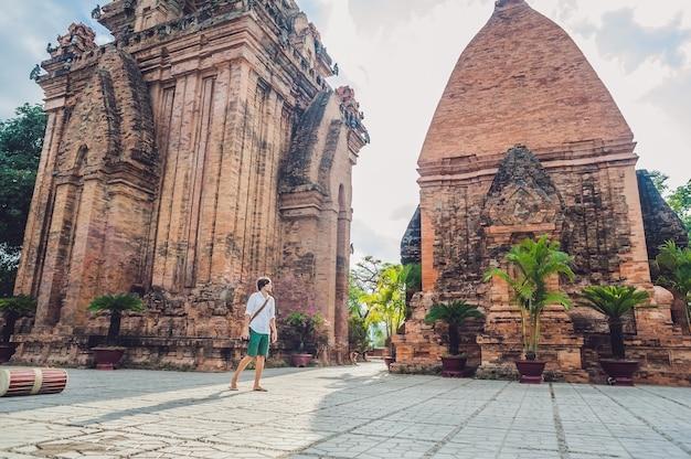 Turysta mężczyzna w wietnamie
