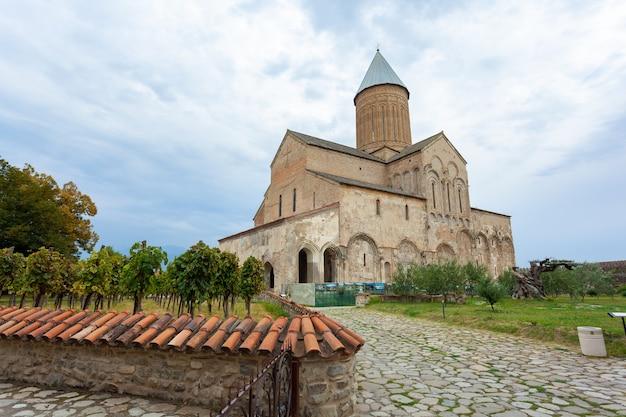 Tuszetia, gruzja - 23 sierpnia 2021: klasztor alawerdi - gruziński klasztor prawosławny w regionie kachetia we wschodniej gruzji