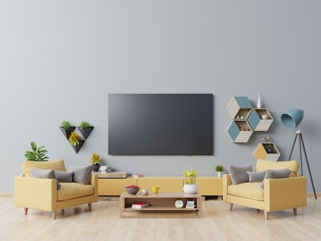 Tv na szafce w nowoczesnym salonie z żółtym fotelem na ciemnoniebieskiej ścianie.
