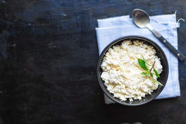 Twarożek świeża zdrowa żywność śniadanie krowie lub kozie mleko owcze na stole zdrowa żywność