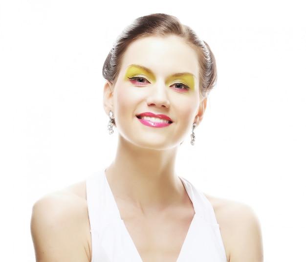 Twarz kobiety z jasny makijaż