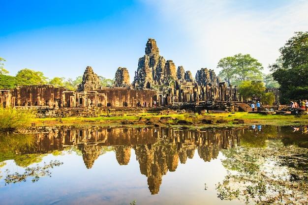 Twarz zamku bayon. antyczny kasztel w cambodia
