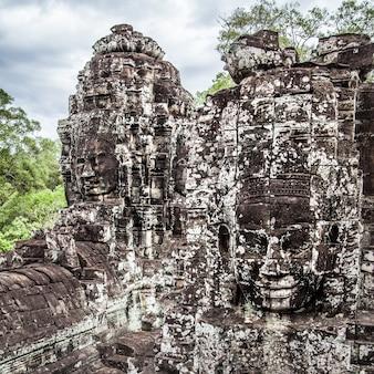 Twarze buddy w świątyni bayon, angkor wat, kambodża
