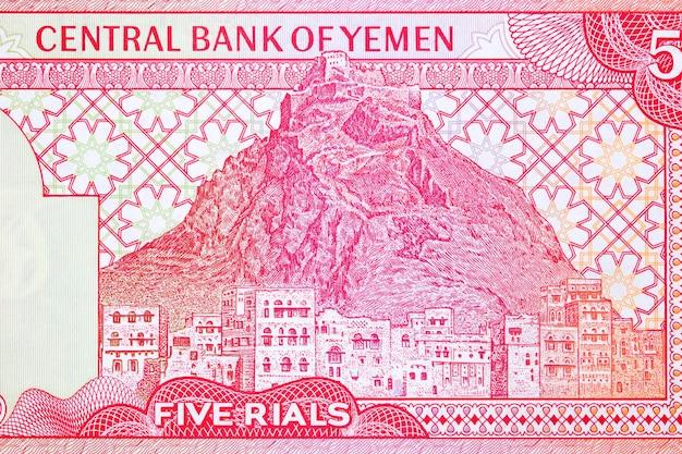 Twierdza qalat al qahira z widokiem na taizz z jemeńskich pieniędzy