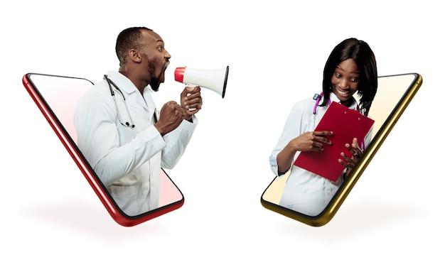 Twój smartfon lub inne urządzenie - wszystko, czego potrzebujesz do nowoczesnego stylu życia. miejsce na reklamę. zakupy, dostawa towarów, koncepcja zakupów online i usług. lekarze, usługi medyczne, konsultacje.