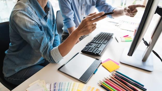Twórcza grafika kreatywna kreatywność współpracująca koloryzacja za pomocą tabletu graficznego i rysika