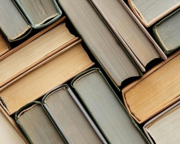 Twórcza kompozycja z różnymi książkami