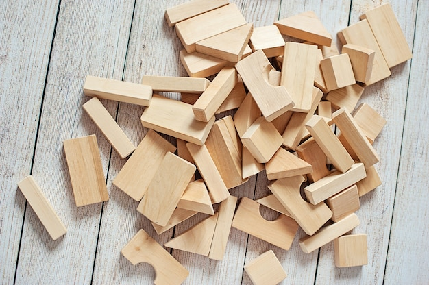 Tworzą drewniane klocki