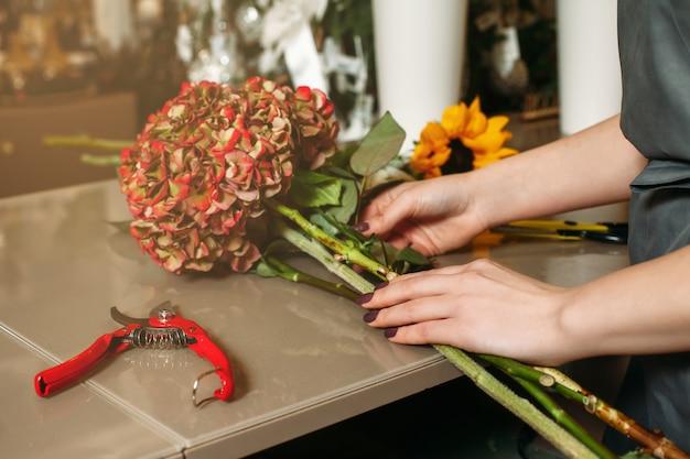 Tworzenie bukietów kwiatów.