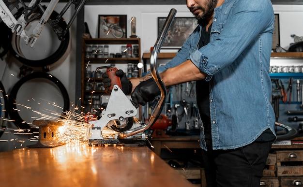 Tworzenie roweru w warsztacie