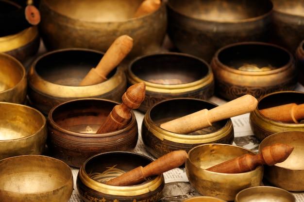 Tybetański bowlasia azjatyckie tło miska buddyzm kultura energia instrument uzdrawiania medytacja