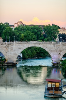 Tybru w rzymie, włochy