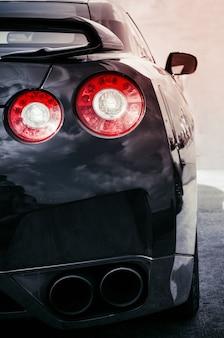 Tylne światła samochodu