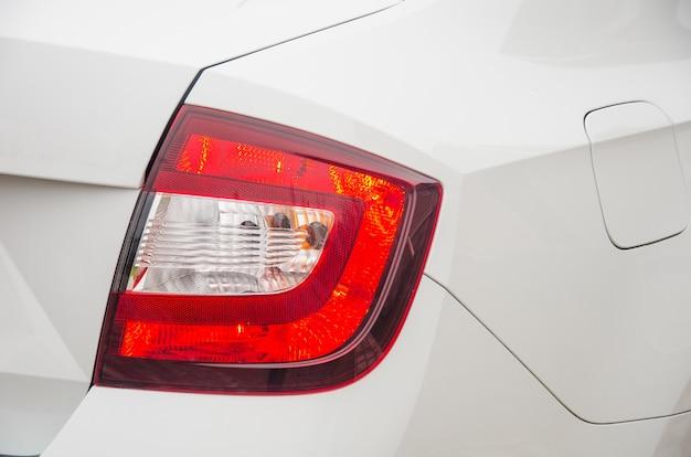 Tylne światło samochodu. tylne światło boczne