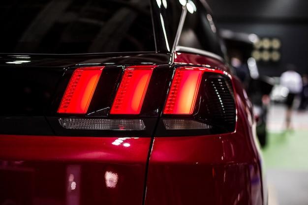Tylne światło stopu samochodu suv