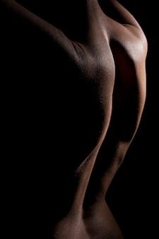 Tylny widok atrakcyjnej tyłu