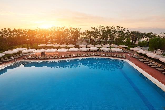 Typ kompleksu rozrywkowego. popularny kurort z basenami i parkami wodnymi