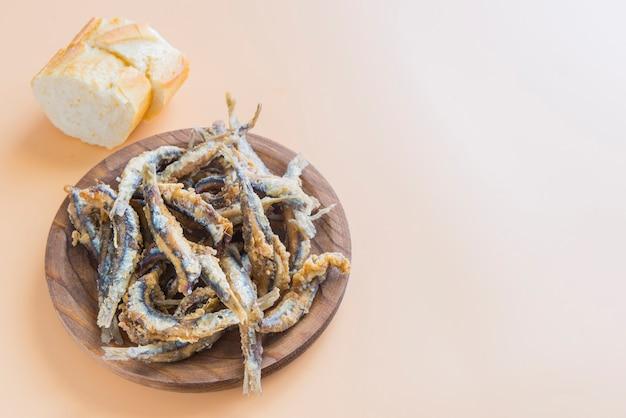 Typowa tapa rybna w hiszpanii (pescaito frito)