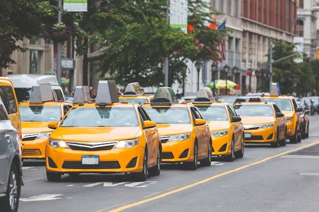 Typowa żółta taksówka w nowym jorku