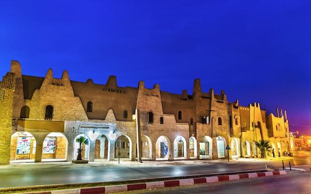 Typowe budynki w touggourt - prowincja ouargla, algieria