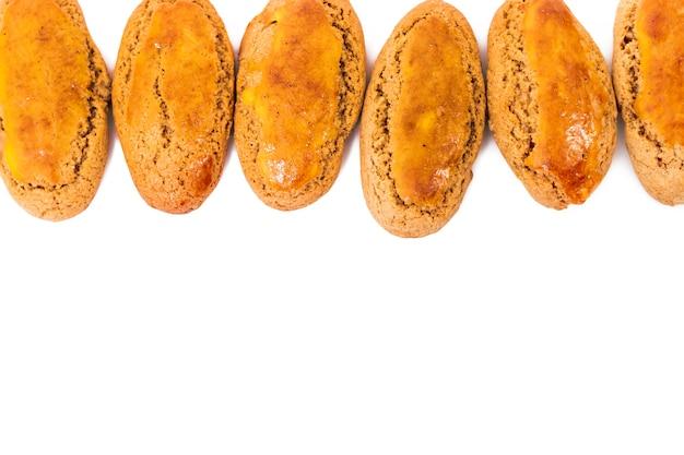 Typowe portugalskie słodkie ciasto kukurydziane i miodowe