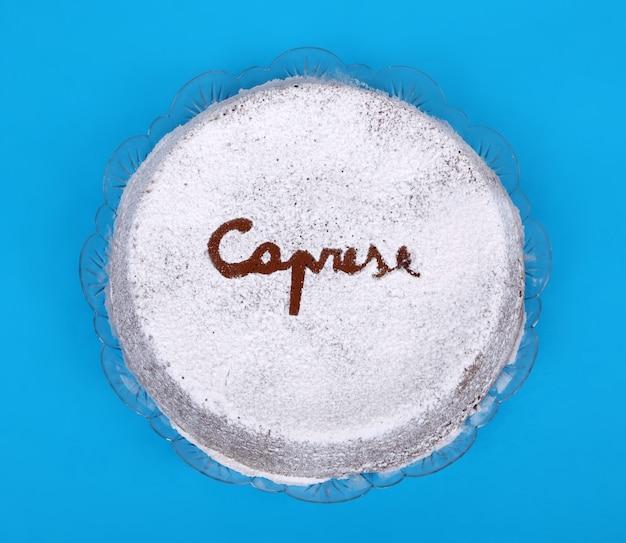Typowe włoskie ciasto torta caprese