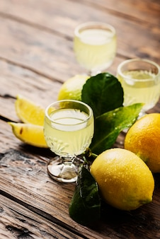 Typowe włoskie limoncello trawienne