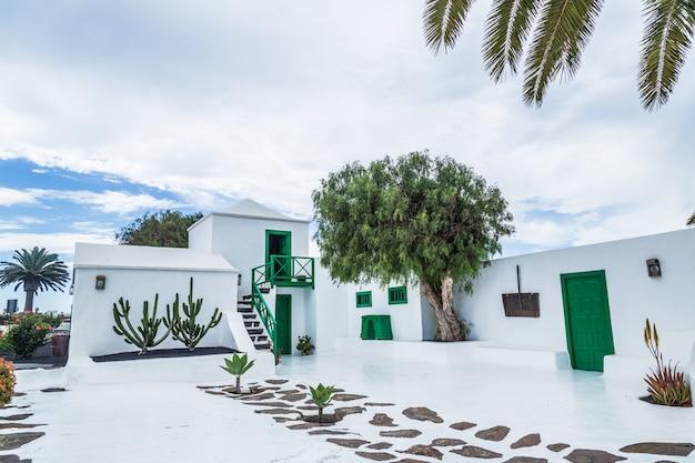 Typowy dom kanaryjski w lanzarote, wyspy kanaryjskie
