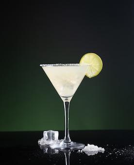 Typowy meksykański koktajl margarita