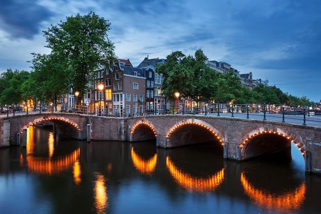 Typowy widok w amsterdamie, holandia