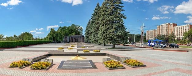 Tyraspol, mołdawia 06.09.2021. pomnik chwały w tyraspolu, naddniestrzu czy mołdawii w słoneczny letni dzień