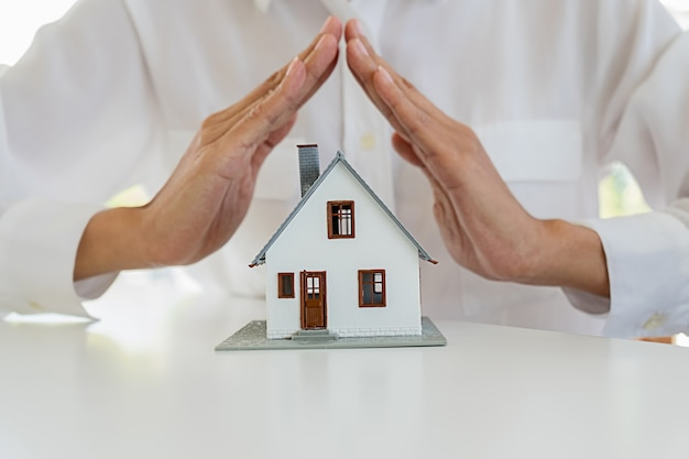 Ubezpieczenia home house life car protection protect concepts