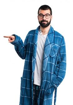 Ubrania piżamy nosić wesoły dorosły