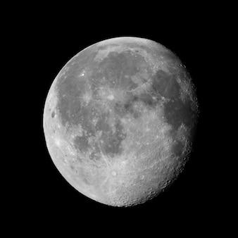 Ubywający garbaty księżyc