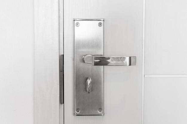 Uchwyt stalowej gałki na drzwiach