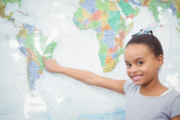 Uczeń wskazuje na mapę świata