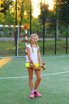 Uczennica w sporcie po szkole.