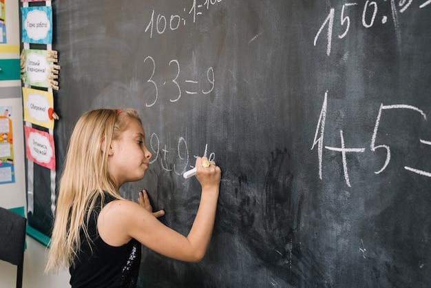 Uczennica z lekcji matematyki