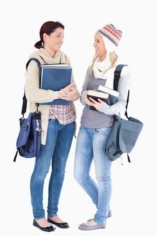 Uczniowie z książkami rozmawiającymi