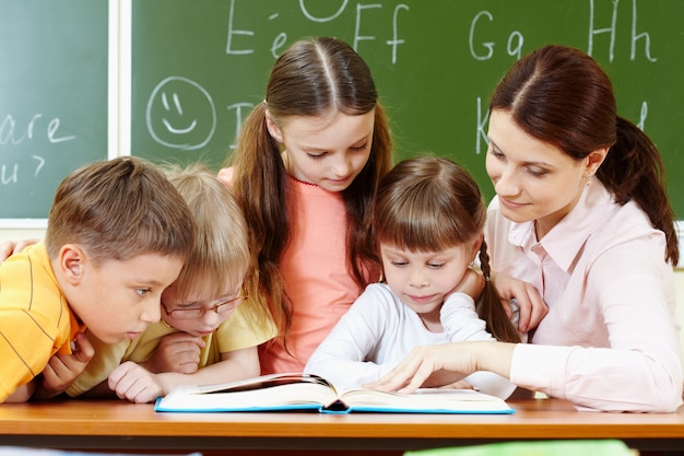 Uczniowie zwracając uwagę