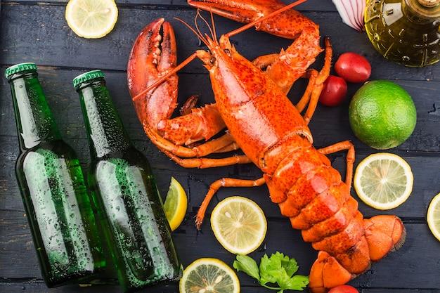 Uczta z owoców morzacytryna i świeży homar bostoński na lodzie?