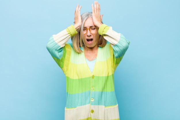 Uczucie zestresowania i niepokoju, przygnębienia i frustracji z powodu bólu głowy, podniesienia obu rąk do głowy