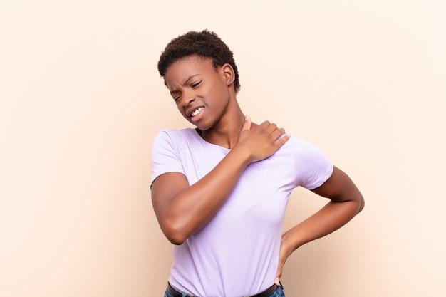 Uczucie zmęczenia, stresu, lęku, frustracji i depresji, cierpienie z powodu bólu pleców lub szyi